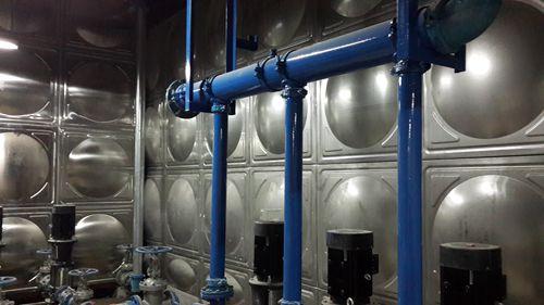 友谊国际306吨保温水箱